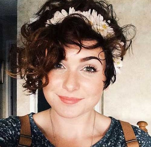 Curly-Hair Chic Stacked Bob Haircuts that We Love