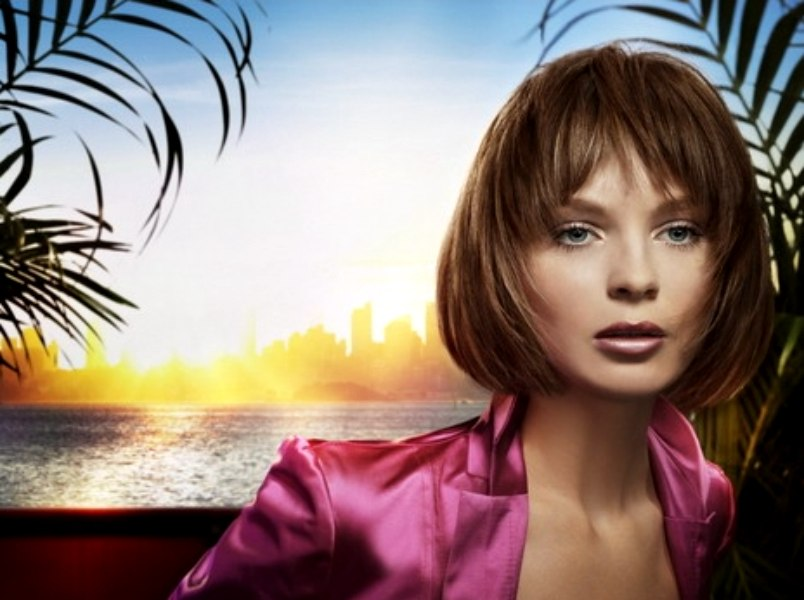 Collar Cuffing Short Hairstyle With Hair Fringed Around