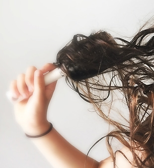 problems-with-sleeping-with-wet-hair-extensions