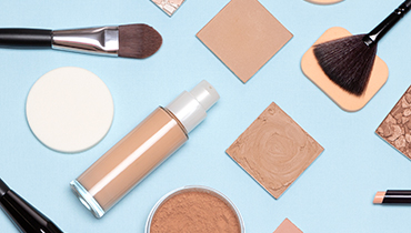 basic-skincare-make-up-products-flat-lay-foundatio-PKLCGTM