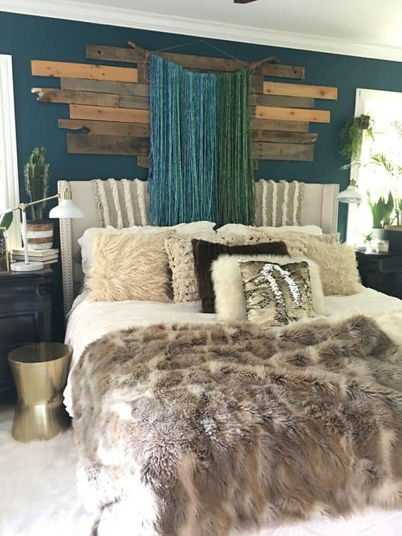 Small Bedroom Decorating Ideas With Faux Fur Pillows