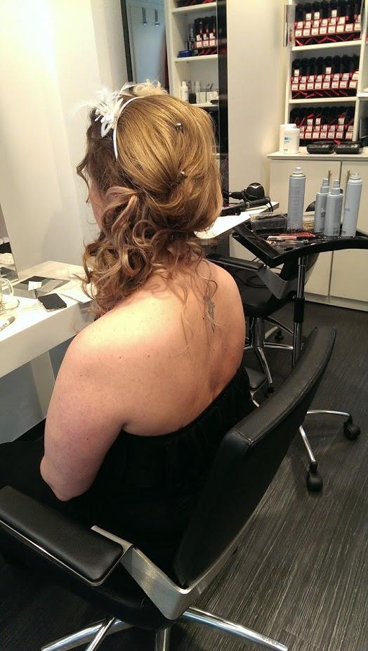 HairStation Friseur in Solingen; Hochzeitsfrisur mit Haarreifen