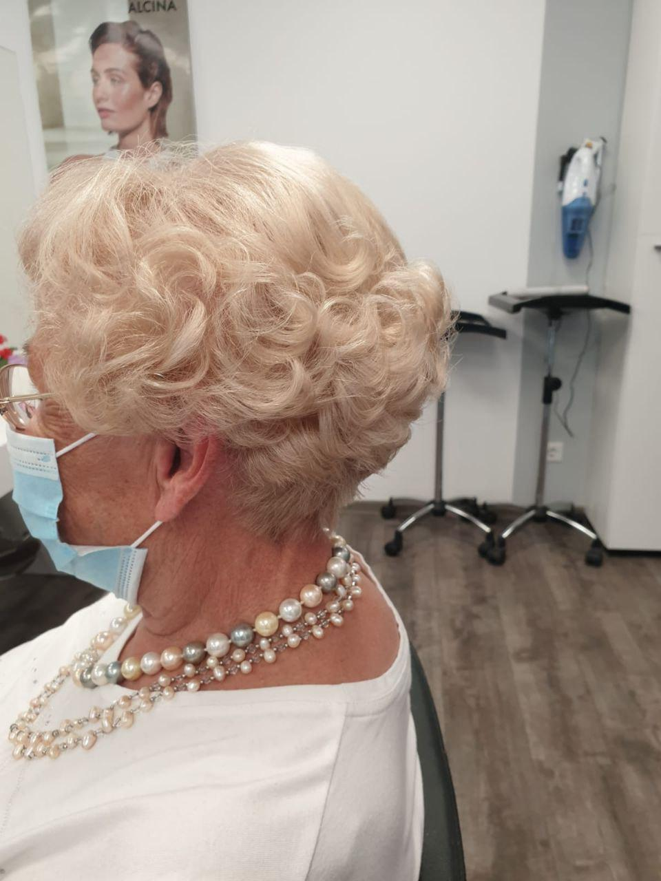 Damenhaarschnitt von Hairstation - Friseur in Solingen Höhscheid