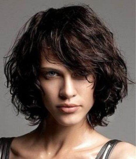 Hairstyles For Round Face Women Chin Length Curls