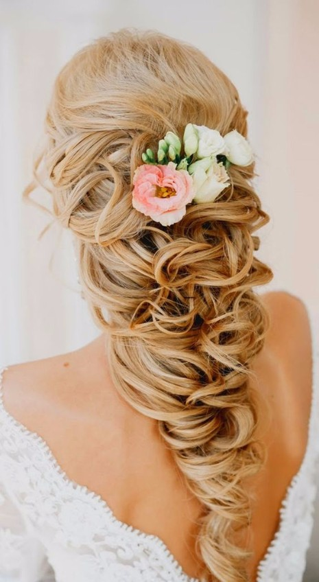 30 Elegant Outdoor Wedding Hairstyles
