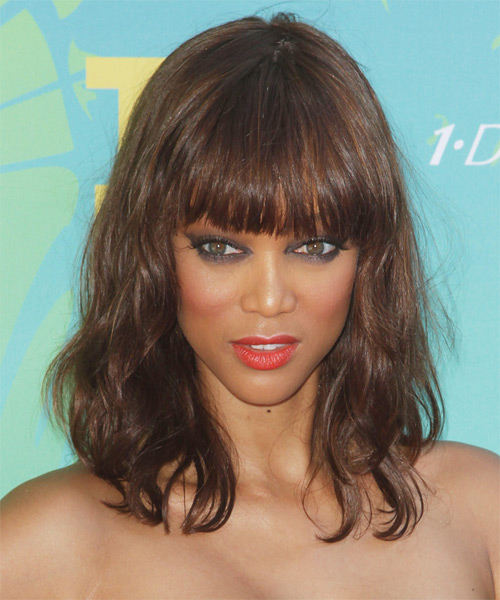 Tyra Banks Medium Wavy Casual Hairstyle With Blunt Cut