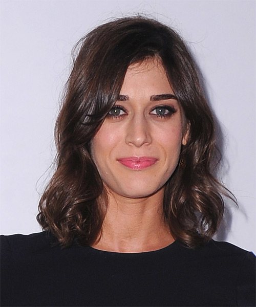 Lizzy Caplan Hairstyles Gallery