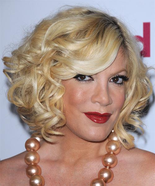 Tori Spelling Medium Wavy Formal Hairstyle Light Golden