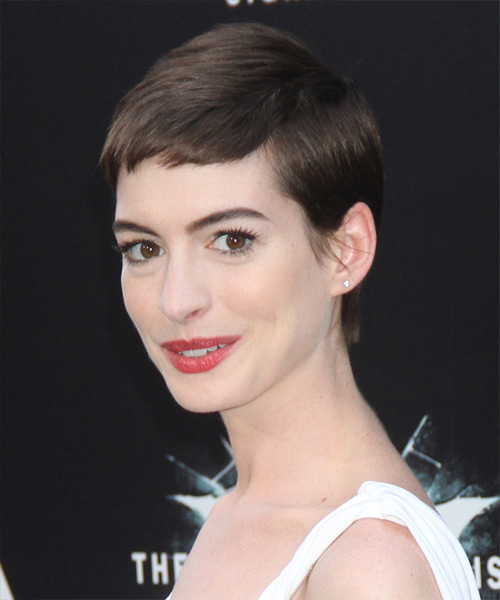 Anne Hathaway Short Straight Casual Layered Pixie