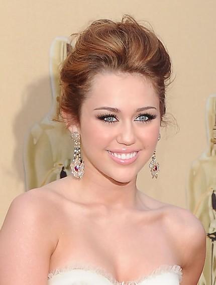 Miley Cyrus loose bun