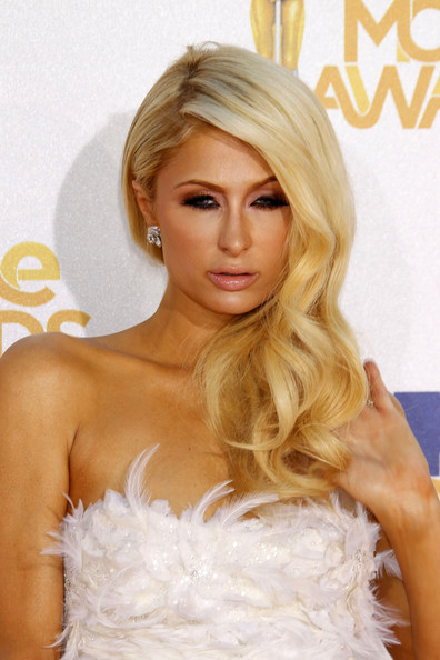so Beauty Haircut with Long Wavy Style from Paris Hilton at Awards