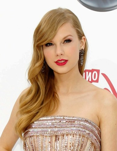 Celebrity Taylor Swift Retro Hairstyle