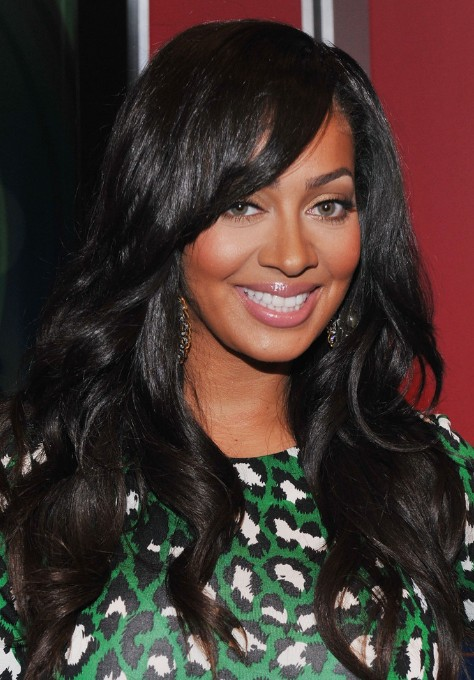 Black Wavy Hairstyle with Side Swept Bangs for Black Women