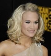 Carrie Underwood Stylish Wavy Hairstyle for Medium Hair