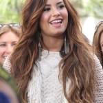 Demi Lovato Cute Long Wavy Hairstyle