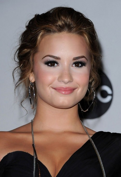 Prom Hairstyles 2013: Demi Lovato Hairstyles for Prom