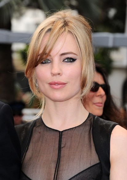 Melissa George Loose French Twist With Side Bangs