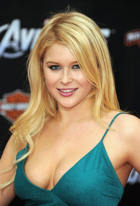 Renee Olstead Long Layered Haircuts