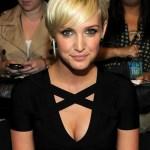Short sleek blonde hairstyle