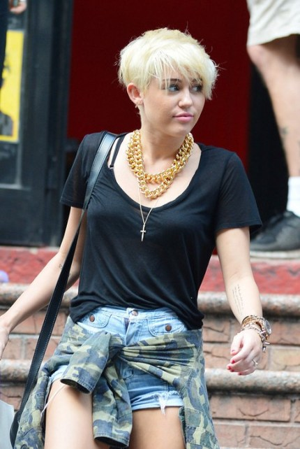 Miley Cyrus New Short Hair Styles for Young Ladies