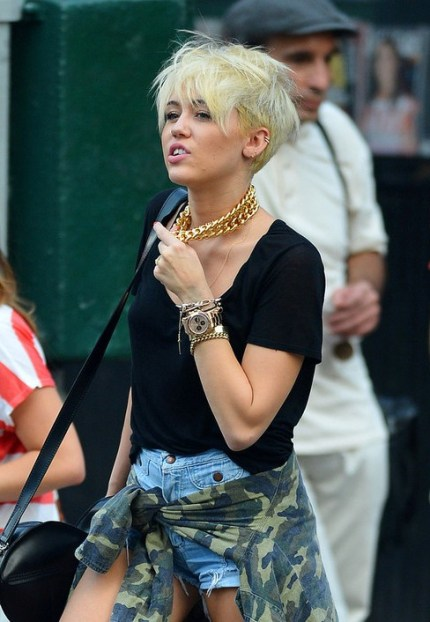hairstylesweekly.com Miley Cyrus Short Blonde Pixie Haircut