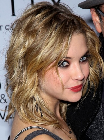 Ashley Benson Sexy Medium Wavy Hairstyle 2013