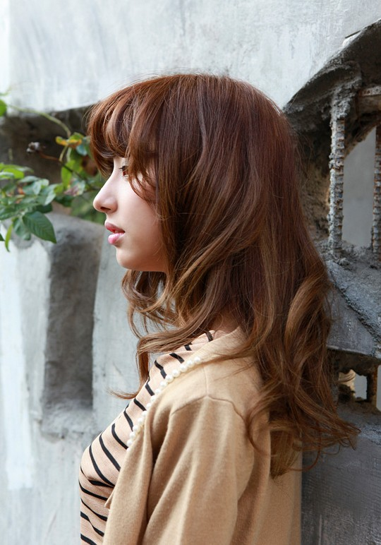 Asian shoulder length hairstyle with waves