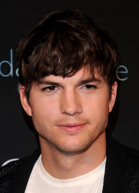 Ashton Kutcher Layered Messy Hairstyle for Men