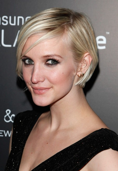 Ashlee Simpson Short Hairstyle Chic Graduated Bob Cut
