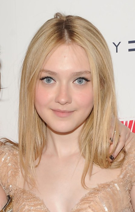 Dakota Fanning Center Parted Blonde Straight Hairstyle