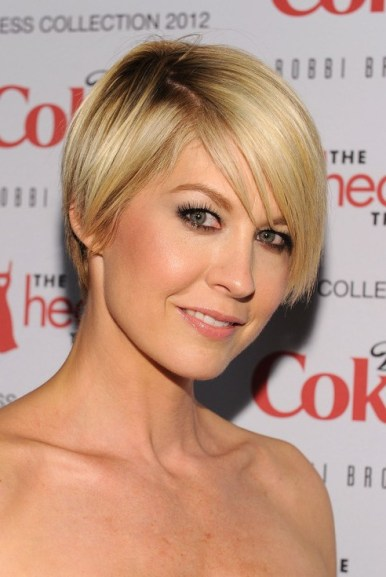Jenna Elfman Layered Short Hairstyle