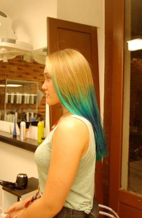 Trendy Long Sleek Blue Green Hairstyle for Women