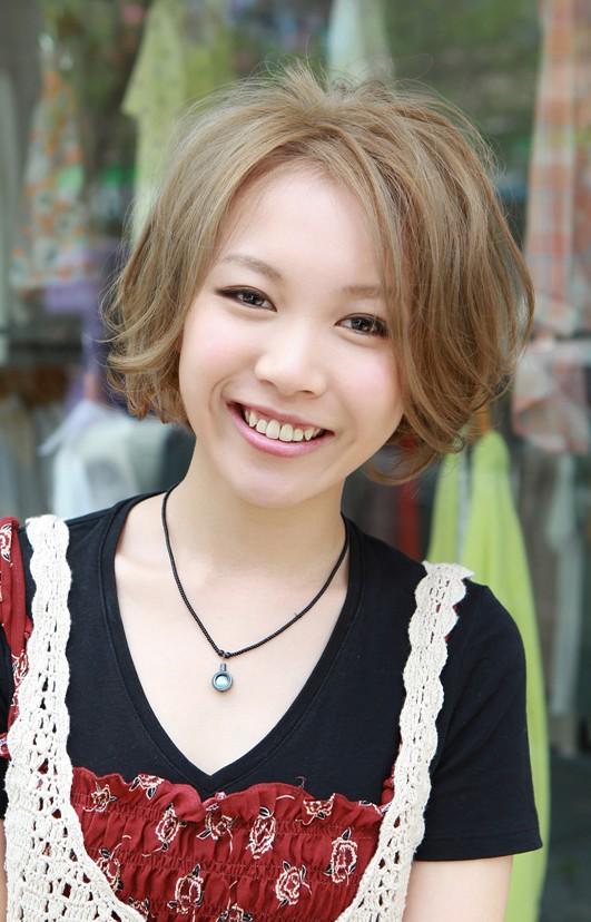 Short Japanese Haircut - Glamorous Blonde Retro-Bob with ...
