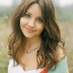 Amanda Bynes Hairstyles 2014 - Casual layered medium wavy hairstyle for women