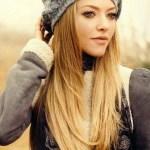 Amanda Seyfried - long sleek blonde ombre hair
