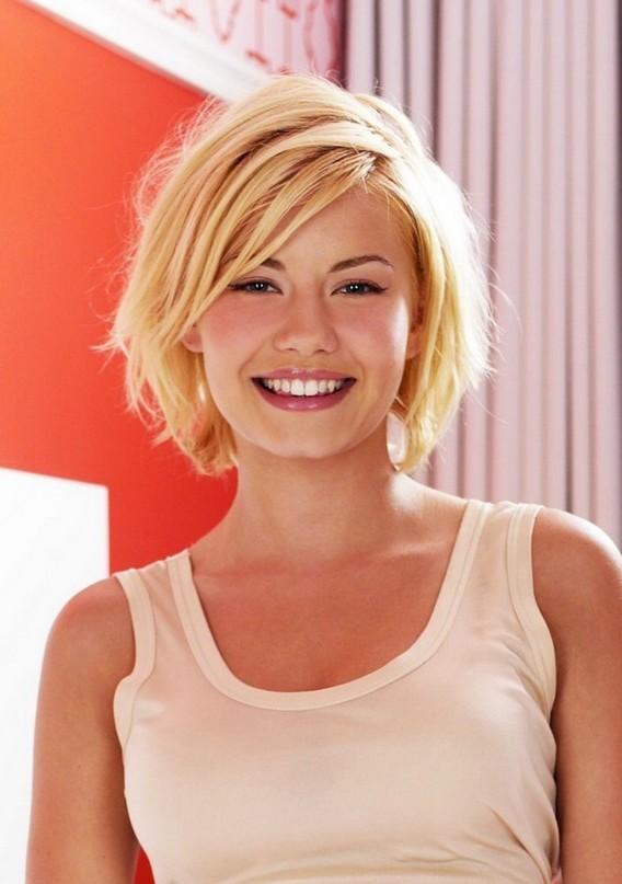 Sexy Shaggy Blonde Medium Bob Haircut For Women Elisha