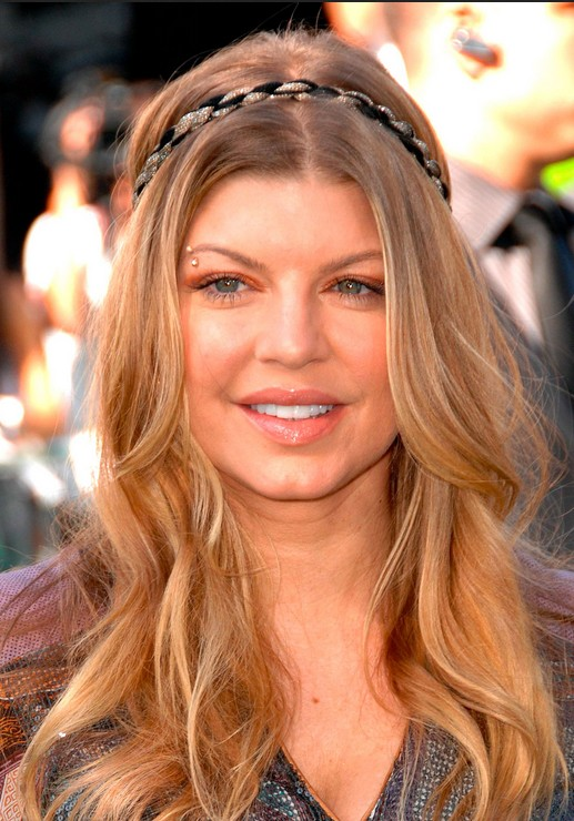 Casual long wavy hairstyle for women - Fergie hairstyles