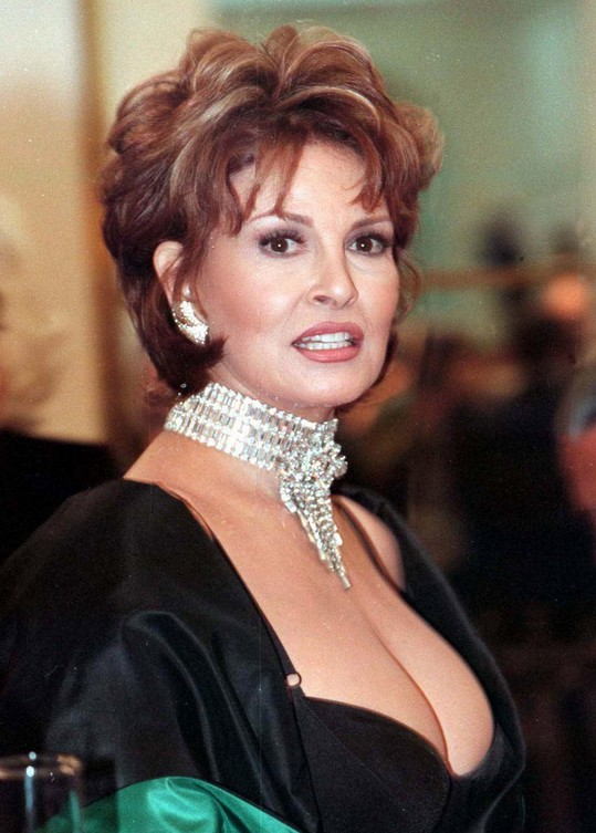 Short hairstyle for women over 60: Raquel Welch's hairstyle