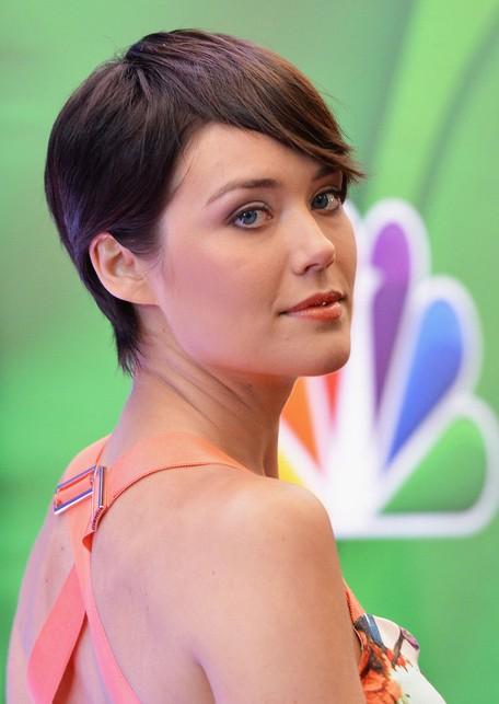 Megan Boone Short Hairstyles - Stylish Short Straight Haircut with Bangs