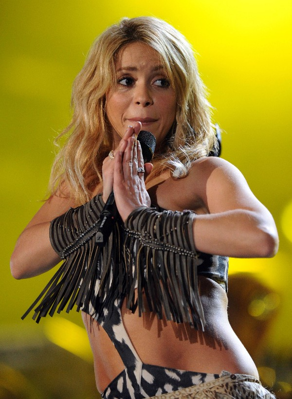 Long Blonde Hairstyle With Waves Shakira Hair Styles