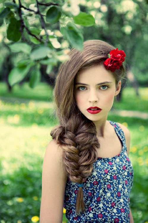 Glamorous Large Fishtail Hair with Vintage Makeup