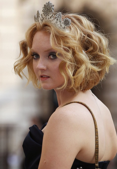 Lily Cole Short Wavy Cut for Prom