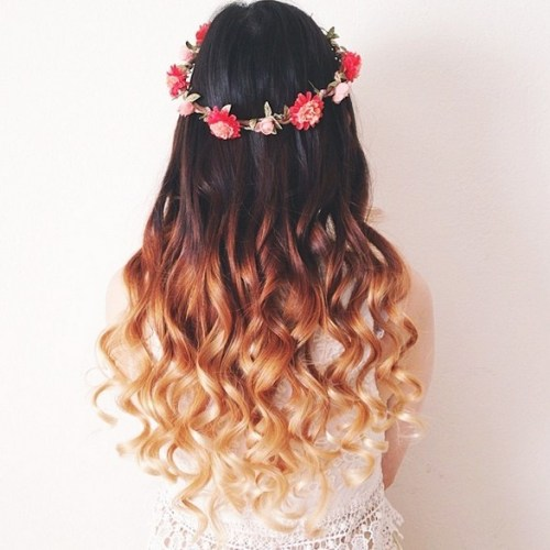 Romantic Ombre Wavy Hairstyle with Flowers