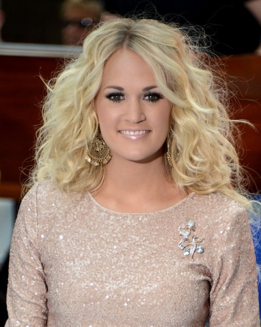 Carrie Underwood Simple Easy Long Blonde Curly Hairstyle