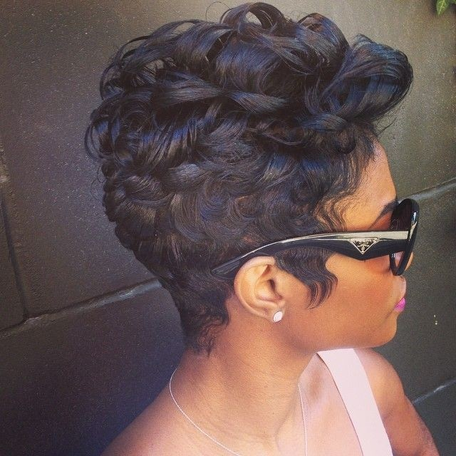 Cool Short Curly Hairstyle for Black Women