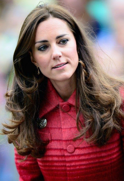 Kate Middleton Long Wavy Hairstyle for Thick Hair