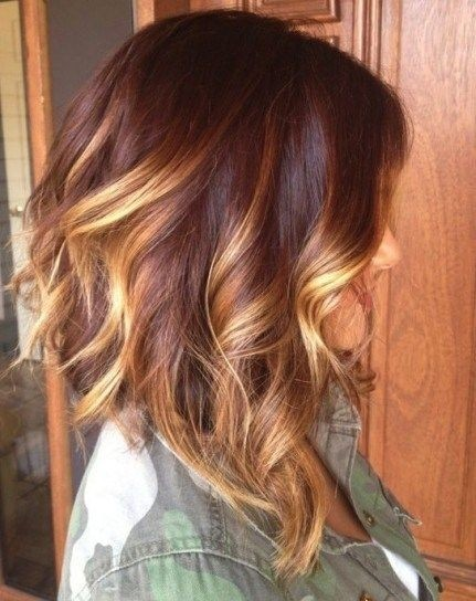 Somebre shoulder length hairstyle with waves