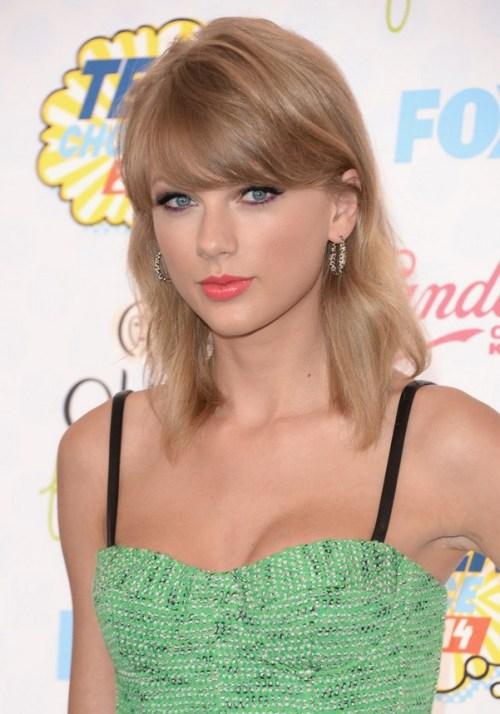 Taylor Swift Latest New Medium Wavy Cut with Bangs