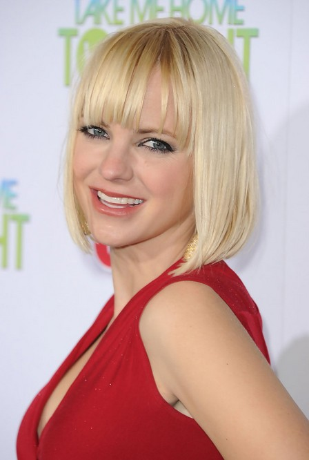 Anna Faris Short Blunt Bob Hairstyle with Blunt Bangs for Women