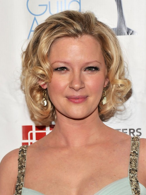 Gretchen Mol Short Blonde Curly Hairstyle for Oval Faces
